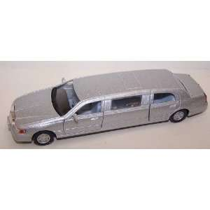 Diecast Metal 5 Inches Long Pullback Action 1999 Lincoln Town Car