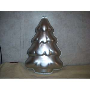 Wilton CHRISTMAS TREE Cake Pan #2105 2058 Everything